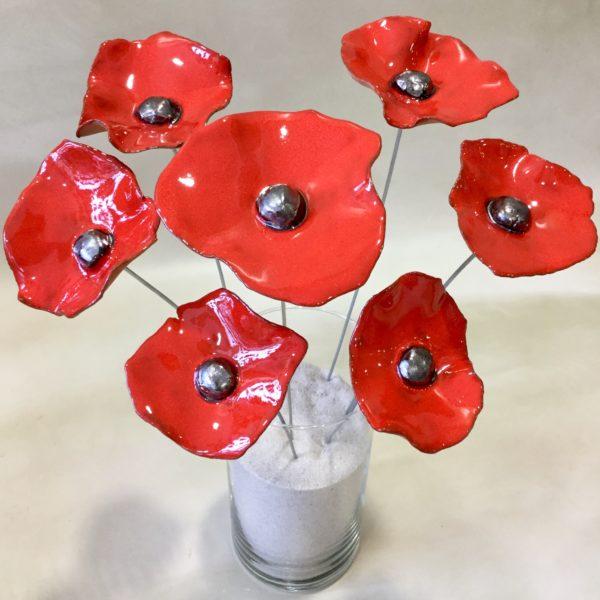 Bouquet de coquelicots rouges de différentes tailles