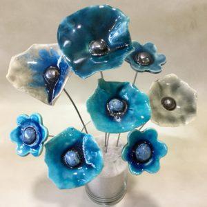 Bouquet coquelicots et fleurs bleus et gris