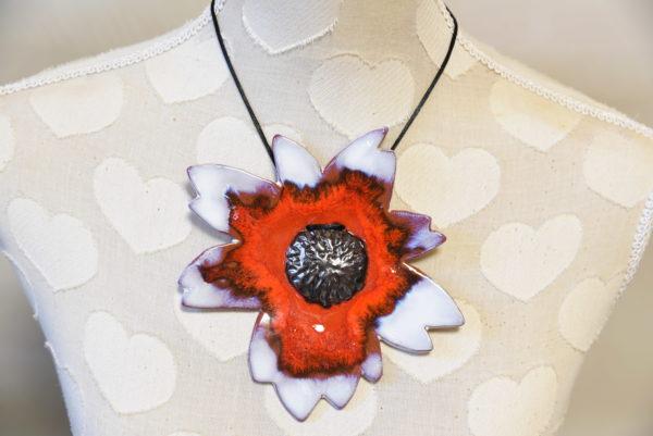 Grand pendentif Cosmos blanc irisé rouge et métallisé