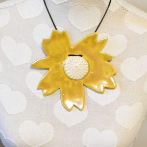 Grand pendentif Cosmos miel coeur blanc