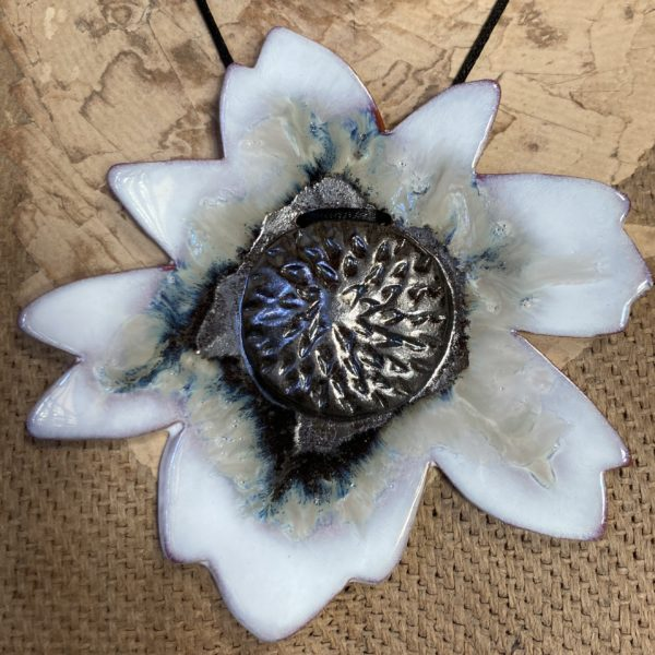 pendentif fleur en céramique
